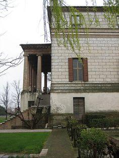 Villa Foscari: built by Palladio in 1560. The tall loggia is facing the Brenta Canal - Palladio