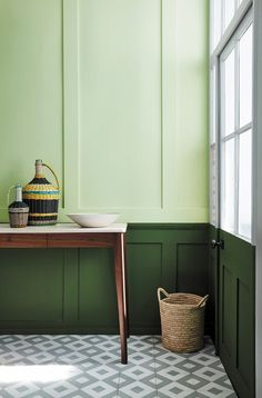 Manchester based Little Greene Paint company are soon to launch a collection of greens in association with The National trust. The 31 colours, 20 of which have been derived from important national Trust properties such as… Little Greene Paint, Little Greene Farbe, Peinture Little Greene, Bedroom Green, Green Rooms, Green Painted Rooms, Best Interior Design Apps, Feng Shui Colours, Mad About The House