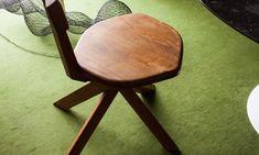 The Socialite Family   Chaise en bois Pierre Chapo. #family #famille #diningroom #salleàmanger #moquette #carpet #green #vert #bois #wood #chair #chaise #pierrechapo #designer #design #art #vintage #inspiration #idea #home #60 #thesocialitefamily