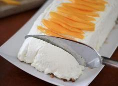 Ο τέλειο παγωμένος κορμός με ζαχαρούχο γάλα, ινδοκάρυδο και άρωμα λάιμ, γαρνιρισμένος με ροδάκινα. Μια απλή, εύκολη και γρήγορη συνταγή (από εδώ) για να απ