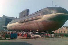 Il B-90 Sarov è un sottomarino russo di nuova concezione. Identificato come Progetto 20120[1], si tratta di un battello a propulsione diesel-elettrica che utilizza un reattore nucleare come fonte di energia ausiliaria. Il Sarov è il primo sottomarino di questo tipo costruito in Russia