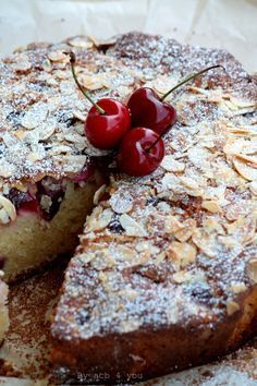 Gâteau au yaourt cerise et amande Eclairs, Crepes, Macarons, Bread And Pastries, Coffee Cake, Banana Bread, Biscuits, Deserts, Muffin