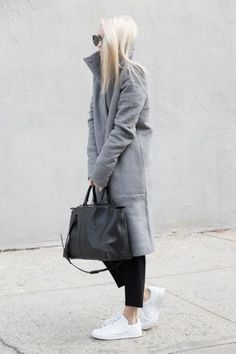 Fashion minimalist scnadinavian style, love the grey coat with black jeans, black bag and white adidas sneakers I skandinavische Mode