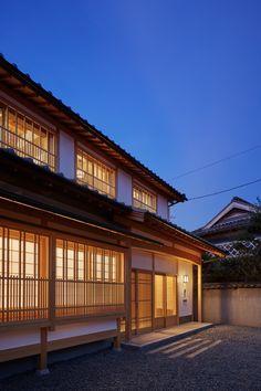 中庭 土間 出格子 が織りなす町屋住宅 Japanese Modern, Japanese Aesthetic, Japanese House, Vernacular Architecture, Japanese Architecture, Life Plan, Kyoto Japan, Home Furnishings, Terrace