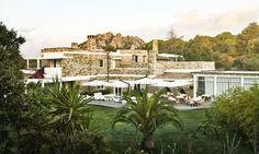 Tra il verde dei boschi dell'Ogliastra e l'azzurro e limpido mare di Santa Maria Navarrese, il Lanthia Resort Hotel si immerge in un mondo totalmente incontaminato lungo la costa orientale della Sardegna, dove la natura è ancora forte sull'uomo.