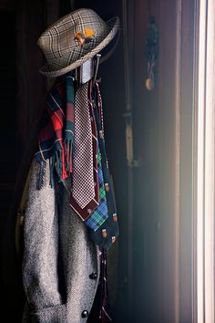 Hat, ties, scarf..