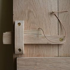 Handcrafted Solid Oak Privacy Lock Wooden Hinges, Wooden Gates, Wooden Doors, Rustic Doors, Wood Projects, Woodworking Projects, Privacy Lock, Wrought Iron Beds, Got Wood
