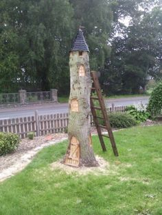 Idee für einen Baumstumpf Bauanleitung zum selber bauen Idea for a tree stump Building instructions for building yourself Fairy house from a tree stump. – Patricia JFairytale garden with tree stumpHollow stump transforms into fairy house with rec