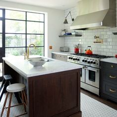In our latest video, designer Priscilla Wikkerkink shares a small kitchen…