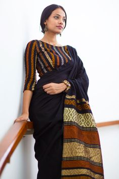 18 Trendy Saree blouses With Three Forth Sleeves Hands Blouse Designs Trendy Sarees, Stylish Sarees, Simple Sarees, Cotton Saree Blouse Designs, Stylish Blouse Design, Saree Trends, Saree Models, Elegant Saree, Saree Look