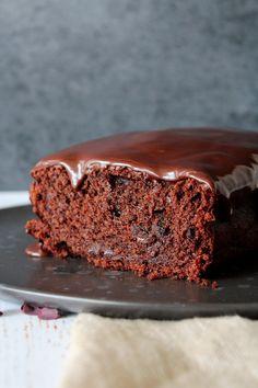 Chokolade Banankage Med Baileys Glasur – One Kitchen – A Thousand Ideas Gourmet Recipes, Sweet Recipes, Cake Recipes, Dessert Recipes, Danish Dessert, Danish Food, Bread Cake, Cookie Desserts, Sweet Bread