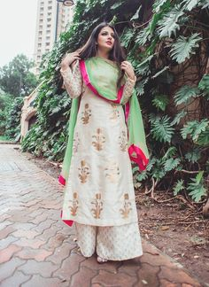 Palazzo pants are typically worn with western outfits. But here we have different ways to style palazzo pants with Indian outfits. Indian Attire, Indian Ethnic Wear, Ethnic Suit, Pakistani Dresses, Indian Dresses, Ethnic Fashion, Indian Fashion, Look Short, Indian Designer Suits