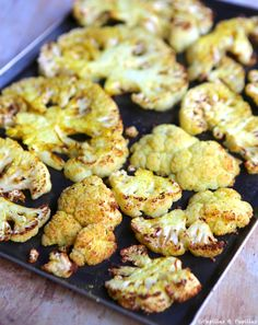 Chou fleur au curry, rôti au four - Popular Recipes 2019 Whole Roasted Cauliflower, Cauliflower Curry, Easy Corn Fritters, Vegetarian Recipes, Healthy Recipes, My Best Recipe, Food Categories, Oven Roast, Special Recipes
