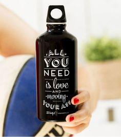 Bouteille en aluminium - Moving your ass Coffee Bottle, Whiskey Bottle, Odette Et Lulu, Gadget, Jiggle Jiggle, Finding Motivation, Sent Bon, Brewing, Drinks