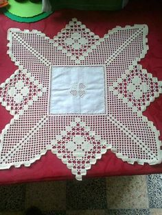 Valentine Heart Doily pattern by Donna Gladfelter Crochet Bedspread, Crochet Fabric, Crochet Tablecloth, Diy Crochet, Crochet Doilies, Filet Crochet, Crochet Stitches, Crochet Numbers, Crochet Square Patterns