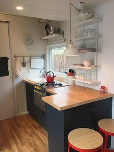 Modern Tiny House, Tiny House Living, Tiny House Design, Cottage House, New Kitchen, Kitchen Decor, Kitchen Ideas, Kitchen Designs, Tiny Houses For Sale