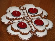 Good Absolutely Free Advent Wreath gingerbread Tips Numerous places of worship host a Advent-wreath-making celebration on the initial Wednesday on the s Christmas Gingerbread, Gingerbread Cookies, Christmas Cookies, Christmas Diy, Christmas Wreaths, Christmas Ornaments, Advent Wreaths, Wreath Boxes, Wreath Ideas