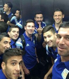 Selfie en el ascensor. Jajaja