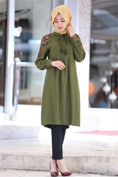 Beray - Tesettür Tunik - Omuzu Nakışlı - 4968 - Haki Islamic Fashion, Muslim Fashion, Hijab Fashion, Hijab Wear, Hijab Outfit, Indian Party Wear, Indian Wear, Hijab Style, Beautiful Hijab