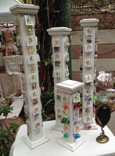 Get Inspired Attention Grabbing Craft Fair Jewelry Booths - The Craft Booth Craft Fair Displays, Market Displays, Display Ideas, Booth Ideas, Craft Booths, Display Stands, Retail Displays, Merchandising Displays, Window Displays