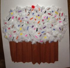 100th day of school project 100 sprinkles on a cupcake ♦️two pieces of brown construction paper folded accordion like a fan for the bottom of the cupcake ♦️30 cotton balls shredded for the cupcake frosting ♦️100 pieces of cut scrap paper for sprinkles ♦️ 1 poster board ♦️ Elmer's glue 100 Day Project Ideas, 100 Day Of School Project, 100 Days Of School, School Projects, Craft Projects, School Cupcakes, 100s Day, Kindergarten Projects, Holiday Crafts For Kids