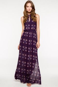 Full length beautiful floral print maxi. Cute keyhole cut-out in front and back. Sexy side slit to show off those legs but no too much.....just enough. Easy for