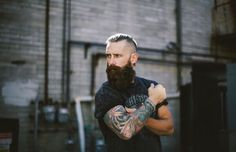Men with beard have style and are sexy! Hipster Beard, Hipster Man, Great Beards, Awesome Beards, Beard Styles For Men, Hair And Beard Styles, Hair Styles, Hipsters, Sexy Beard