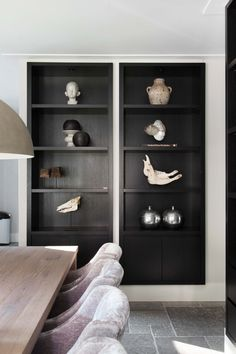 "Foto: Stefanie de Neve ­‐ ""Stijlvol Wonen"" ­‐ © Sanoma Regional Belgium N. Black Shelves, Interior And Exterior, Interior Design, Built In Storage, Built Ins, Home And Living, Interior Inspiration, Storage Spaces, Shelving"