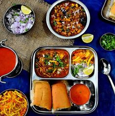 Kolhapuri Misal Pav is a spicy gravy prepared with sprouted moth beans ,topped with crispy farsan , chopped onions and served with pav and kat curry. Healthy Indian Snacks, Healthy Snacks For Kids, Indian Food Recipes, Diet Recipes, Snack Recipes, Healthy Recipes, Ethnic Recipes, Healthy Food, Misal Pav Recipes