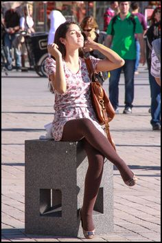 Pantyhose Outfits, Pantyhose Legs, Nylons, Brown Tights, Black Tights, Chic Outfits, Fall Outfits, Colored Tights Outfit, Cool Tights