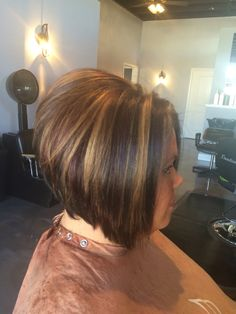 All over dark brown with dark red lowlights slices with blonde sliced highlights… – Toptrendpin Swing Bob Haircut, Bob Haircut For Round Face, Short Hair Cuts For Round Faces, Short Haircut, Hairstyles For Fat Faces, Layered Bob Hairstyles, Bob Haircuts, Brown Hair With Highlights, Hair Color Highlights