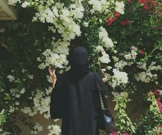 Find images and videos about flowers, hijab and abaya on We Heart It - the app to get lost in what you love. Niqab Fashion, Muslim Fashion, Girl Fashion, Hijabi Girl, Girl Hijab, Muslim Girls, Muslim Women, Arab Swag, Mode Abaya