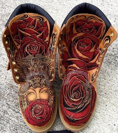 Who would cop these custom Timberlands by Make sure to for a feature! Timberland Boots Women, Ankle Boots Men, Nike Boots, Nike Air Shoes, Jordan Shoes Girls, Girls Shoes, Tattoo Studio, Timbaland Boots, Mode Shoes