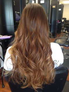 Brown hair tones, balayage moreno, auburn hair balayage, chestnut hair, k. Bronde Hair, Brown Hair Balayage, Hair Highlights, Ombre Hair, Wavy Hair, Dyed Hair, Brown Hair Shades, Light Brown Hair, Brown Hair Colors