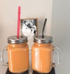 """Este smoothie es """"La RePera""""  Además de limpiarnos por dentro y de renovarnos gracias a la acción de la papaya, la pera y del yogur natural, este batido está riquísimo‼️ 1/2 papaya + 1 pera  + 1 yogur natural + media cucharadita de vainilla + 1 taza y 1/2 de agua (se puede reemplazar por leche vegetal). #smoothie #smoothies #smoothiegram #smoothieoftheday #smoothielover #smoothieking #smoothieoftheweekend #originalsmoothie #Ilovesmoothies #mysmoothie #fruitslover #fruits #batido..."""