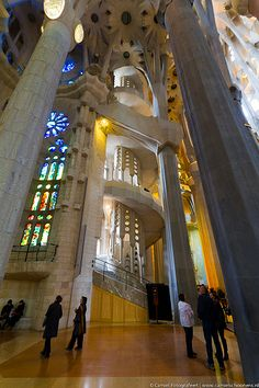 The expiatory church of La Sagrada Família is a work on a grand scale which was begun on 19 March 1882 from a project by the diocesan architect Francisco de Paula del Villar (1828-1901). At the end of 1883 Gaudí was commissioned to carry on the works Excursions in Barcelona Excursions in Barcelona Holidays in Barcelona Sightseeing tours, airport transfers, taxi, interpreter and your personal guide in Bar