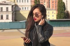 Smartphones have become a must-have item in this modern era. However, they are not easily affordable for everyone, and for this reason, knowing how to get a free smartphone online can be of help to many. Phone Deals, Must Have Items, New Phones, Must Haves, Sunglasses Women, Smartphone, Free, Modern, Trendy Tree