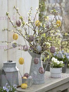 Un albero di Pasqua! Ecco 20 idee creative per decorare... Un albero di Pasqua. Non solo a Natale si può addobbare un albero! Se vi piace decorare la vostra casa durante le feste di Pasqua, potete a punto pensare a decorare un bel alberello! La prova con...