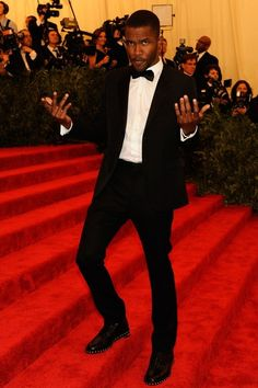 Frank Ocean in Givenchy tux. John Legend, Frank Ocean Wallpaper, Justin Bieber, Afro, Most Stylish Men, Suit And Tie, Celebs, Celebrities, My Guy