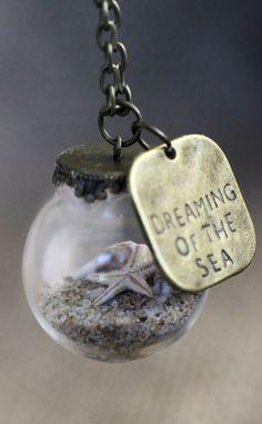 Miniature Beach Globe Sand Shells Starfish by KitschyKooD .- Miniatur-Strand Globe Sand Muscheln Seestern von KitschyKooDesign Miniature Beach Globe Sand Shells Starfish by KitschyKooDesign - Cute Jewelry, Diy Jewelry, Jewelry Box, Jewelry Accessories, Jewelry Making, Jewlery, Summer Accessories, Glass Jewelry, Beach Jewelry