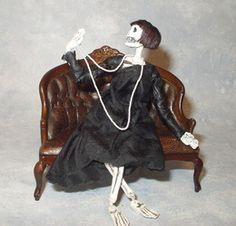 The Haunted Dollhouse - Patricia Paul Studio - Departed Diva Creepy Halloween Props, Halloween Doll, Holidays Halloween, Vintage Halloween, Halloween Crafts, Halloween Decorations, Haunted Dollhouse, Haunted Dolls, Dollhouse Dolls
