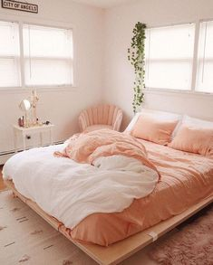 Bohemian Style Ideas For Bedroom Decor - Bohemian Home Bedroom Pink Bedroom Design, Room Interior Design, Coral Bedroom Decor, Simple Bedroom Decor, Interior Designing, Bedroom Designs, Furniture Design, Peach Bedroom, Peach Bedding
