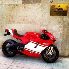 Ducati Desmosedici RR - Road-legal version of the Desmosedici MotoGP racebike. Limited to 1,500 units