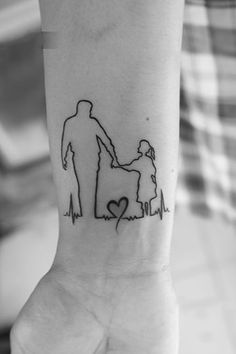 Check out the latest family tattoo designs of 2019 amazing tattoo images id Mom Dad Tattoos, Father Daughter Tattoos, Family Tattoos, Tattoos For Daughters, Tattoo Dad, Daddys Girl Tattoo, Dad Tattoo In Memory Of, Father Daughter Photos, Hero Tattoo