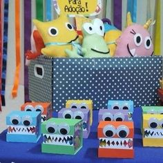 Caixa de acrílico Monstrinhos Little Monster Party, Monster Birthday Parties, Boy Birthday, Monsters Ink, Caleb, Party Themes For Boys, Cute Little Boys, Party Props, Party Centerpieces