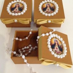 Easy Crafts, Diy And Crafts, Arts And Crafts, Catholic Crafts, Pretty Box, Altered Boxes, Religious Icons, Communion, Christmas Crafts