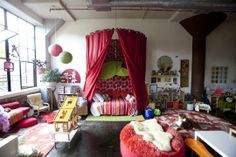 My Room: Roën Atlanta   Apartment Therapy- love this room!