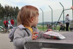 Ein Spaziergang um den Flughafen Zürich mit Kinderwagen www.rompersandlipsticks.com
