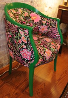 Idee per mobili funky – Recycled Furnitures Ideas Shabby Chic Chairs, Shabby Chic Furniture, Bedroom Furniture, Bohemian Furniture, Colorful Chairs, Cool Chairs, Funky Furniture, Furniture Design, Furniture Ideas