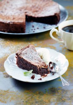 Luumumutakakku | K-ruoka #gluteeniton Gluten Free Baking, Gluten Free Recipes, Finnish Recipes, Piece Of Cakes, No Bake Desserts, I Love Food, Tasty, Chocolate, Cooking